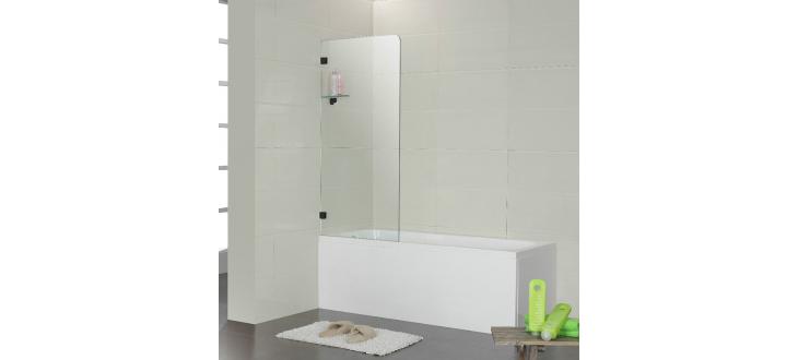 Тканевая или стеклянная шторка на ванну: что выбрать?